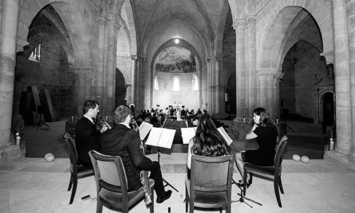fotografía de ceremonia mientras toca Scherzo música en directo