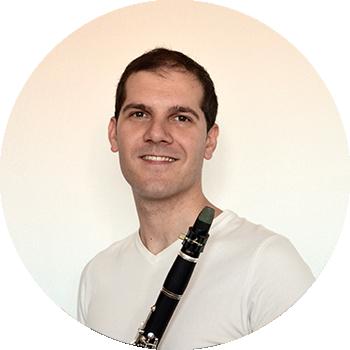imagen redondeada de Miguel tocando el clarinete en Scherzo