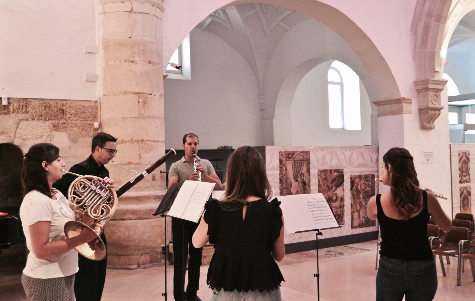 Música clásica en vivo para exposiciones en Saldaña